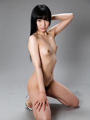 Slim Japanese babe Moeka Kurihara