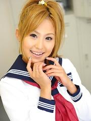 Sexy Japanese teen Yui Aoyama showing off