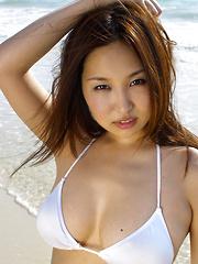 Saori Yamamoto Asian shows big boobs in football bra in the park
