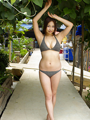 Saori Yamamoto Asian shows big tits in bra and cute smile outdoor