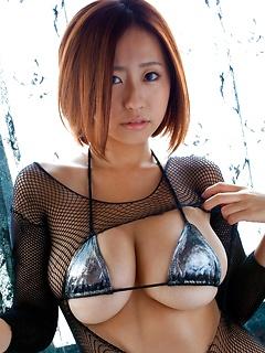 mature model Hitomi Kitamura