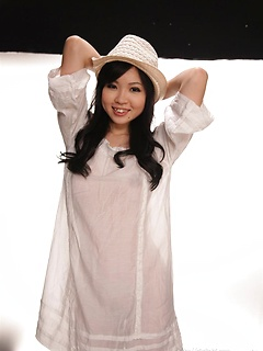 mature model Siori Motomiya