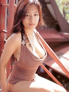 mature model Erina Yamaguchi