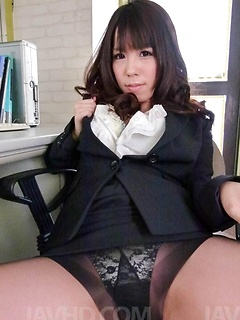 mature model Chinatsu Kurusu